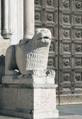 Stone lion sculpture — Stock Photo