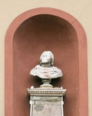 Statue in niche — Stock Photo