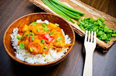 Curry with prawns, vegetables and chives — Photo