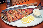 Fisk inlindad i bacon — Stockfoto