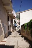 Úzká ulice v balkánské městě — Stock fotografie