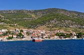 克罗地亚 brac 岛上的 bol 镇 — 图库照片