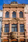 Tenement house with statues — Stock Photo