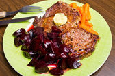 Beef steak with carrots and beetroots — Stock Photo
