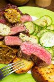 Juicy steak with vegetables — Stock Photo