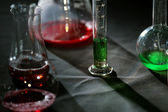 лабораторные стаканы с цветной жидкости — Стоковое фото
