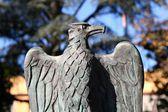 Bronzovým orlem hlavu sochy — Stock fotografie