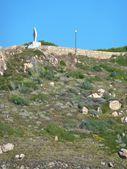 Статуя Богородицы перед Средиземное море в Санта-Тереза ди Галлура, Сардиния — Стоковое фото