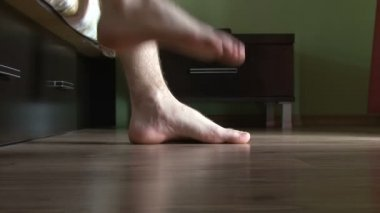 Male feet getting out of bed — Stock video