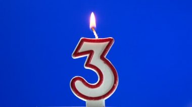 Number 3 - three birthday candle burning - blow out at the end — Stock Video