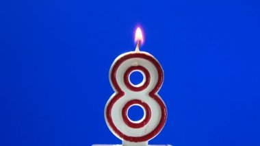 Number 8 - eight birthday candle burning - blow out at the end — Stock Video