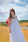 Beautiful summer woman posing outdoors — Stock Photo