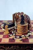 Aux échecs, éléphant et perles — Photo