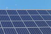 Dach z paneli słonecznych — Zdjęcie stockowe