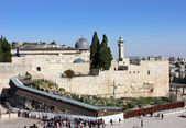 Wailing wall and the bridge leading to the Temple Mount — Stock Photo