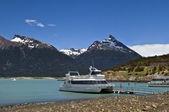 Fritidsbåtar på issjö — Stockfoto