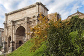 Triumphal Arch of Emperor Septimius Severus in the Roman Forum in Rome, Italy — Stock Photo