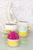 Pink and blue muffins and coffee — Stock Photo