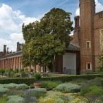 Hampton Court Palace, London — Stock Photo #32265671
