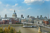 Urban landscape with Millennium Bridge in London — Stock Photo
