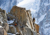 Climbing alpinists in Swiss Alps — Stock Photo