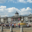 Tourists in front of the National Gallery on Trafalgar Square in London — Stock Photo