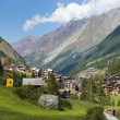 Little resort town in the Swiss Alps — Stockfoto