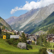 Little resort town in the Swiss Alps — Stock fotografie