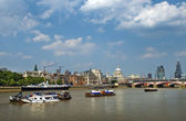 Thames, water artery of London — Stock Photo