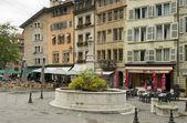 Square with a fountain in Geneva, Switzerland — Stock Photo