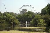 Saint James park and London Eye, London — Stock Photo