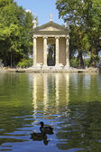 Pond and Temple of Aesculapius, Villa Borghese gardens, Rome — Stock Photo