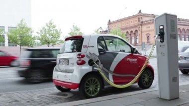 Electro car is charging — Stock Video