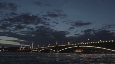 Saint Petersburg, Russia, night view of the Troitsky Bridge with illumination — Stock Video