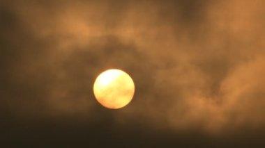 Sun Rising Dark Clouds — Stock Video