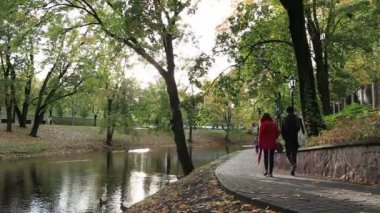 City park in the centre of Riga. — Stock Video