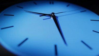 ブルーの時計です。実質の時間 — ストックビデオ