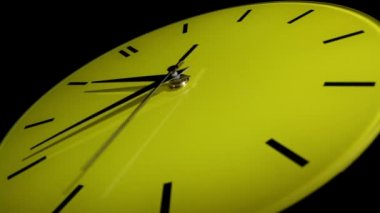Reloj amarillo. lapso de tiempo — Vídeo de stock
