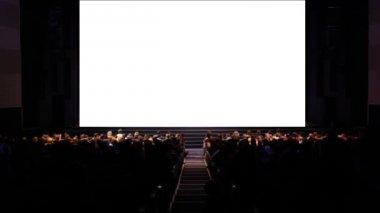 Widzów w domu kino — Wideo stockowe