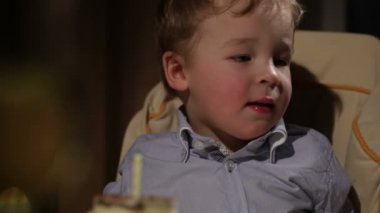 Kid's birthday. Boy blows out the candle — Vídeo Stock
