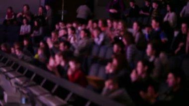 Defocused applaud at theatre — Stock Video