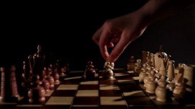 шахматная доска. запуск игры. — Стоковое видео