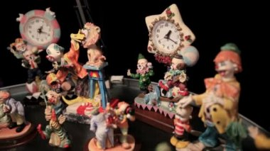 Different shots of the clown statuettes in Akvamarine circus. — Stock Video