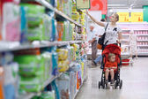 Mother with her boy in the supermarket — Stock Photo