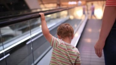 Little boy rises on the escalator. — Stock Video