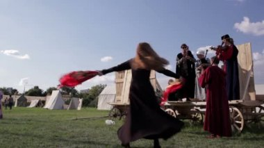 Folk musicians and woman dancer. — Stock Video