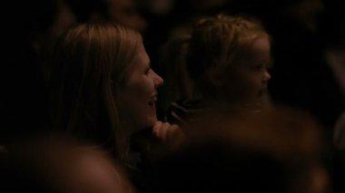 En el teatro. — Vídeo de Stock