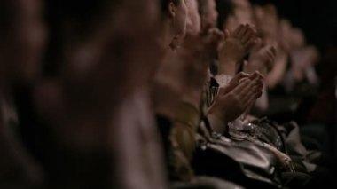People applauding. — Stock Video