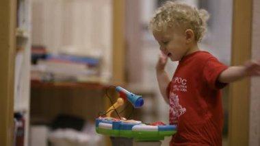 Little boy dancing. — Stockvideo