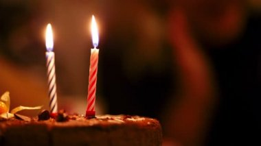 Candles on birthday cake. — Stock Video